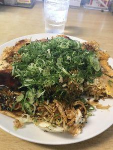 アスカネットを応援する全国の仲間達 麗ちゃんの広島焼き 大阪で食べる広島焼きとは違うかった🐧 ここオススメです。  ツイッターにも投稿し