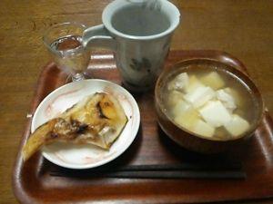 ☆マジネコ返信用☆ やっぱり良い酒には良い肴ってことで、ブリかまの塩焼きと鶏のすまし汁♪