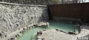 温泉同好会  ん~、美肌には年齢制限が無いと思いますが。。。。。 ただ、草津温泉は源泉温度が高いので、 温度調節
