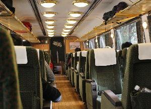 50代の休息地^^ 座席も高い位置にあるので広い窓からの車窓も楽しめ 内装がおしゃれですね^^