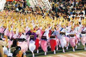 徳島県 東京 高円寺阿波踊り   8月25日 26日  60年前に始まった時には僅か38人の踊り手・・観客約