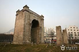 不公平拡大では 歴史から葬り去られた門があります。              その門を、朴クネ大統領は民族のために再