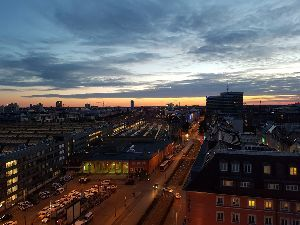 <ラウダ航空> ホテルの部屋から見える中央駅方面の夜景が綺麗でした。