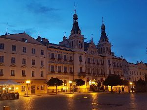 <ラウダ航空> Pardubiceの中心街は綺麗に整備されており、City Hall前のPubでゆっくりしました。半