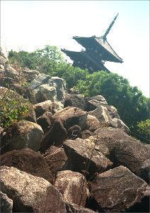 フイルムカメラ日記 (たまにデジカメ) 奈良の仏塔、こちらはズマロン君。 ヘクトール君とは雰囲気ちょっと違うけど、ハレハレですねぇ。  以前