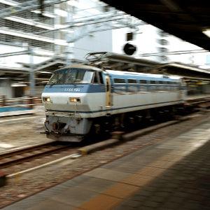 フイルムカメラ日記 (たまにデジカメ) 駅で列車の写真撮っても大抵はつまらないのだけど、 6x6カメラで乱暴な追い撮りです。 撮影は広角レン
