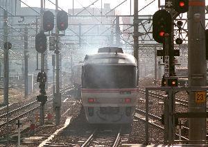 フイルムカメラ日記 (たまにデジカメ) JR名古屋駅発のディーゼル特急「南紀」号 排煙の匂いをかぐと昔の列車旅の事など思い出されて感慨深いで