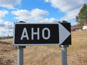 呆けとんのかな? アホ:A-ho(eastern region); a-HO(western region): dis