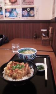 8411 - (株)みずほフィナンシャルグループ 路地に入って、かき揚げ丼セット 670円