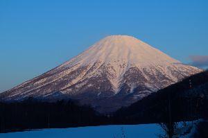 北海道=奈良 友達の わっ!ヽ(^○^)ノ 山スキーにも慣れてきたので蝦夷富士(羊蹄山)に登ってみました 夏道と違って積雪時は好きな所を好きなよ