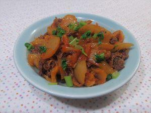 変かもしれないけど美味しい料理 [ 牛肉と大根のキムチ煮 ]  牛の切り落とし肉と大根をごま油でサッと炒め、水を加えて煮、  キムチ