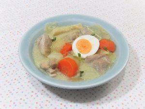 変かもしれないけど美味しい料理 [ タイ風グリーンカレー ]  タイのグリーンカレーペーストと柚子胡椒を併用しました。  柚子胡椒を
