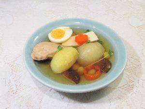 変かもしれないけど美味しい料理 [ 鶏肉と野菜のおでんスープ ]  鶏肉、野菜、椎茸、豆腐、焼き銀杏、茹で玉子を椎茸の戻し汁と日本酒