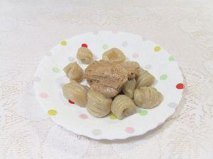 変かもしれないけど美味しい料理 [ 餃子生地のニョッキ 贅沢くるみペーストのせ ]  餃子の皮の残りをニョッキにしました。  この生