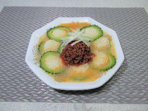 変かもしれないけど美味しい料理  [ スープ担々だまこ餅 ]  担々麺ならぬ『担々だまこ餅』です。坦々スープに、きりたんぽ生地を小さ