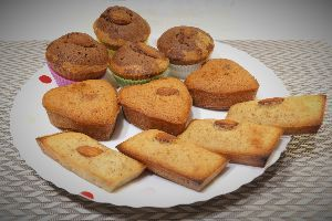 変かもしれないけど美味しい料理 [ フィナンシェ生地のプチケーキ ]   主にマヨネーズ作りで発生した卵白を使って、フィナンシェの生
