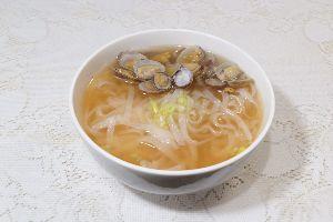 変かもしれないけど美味しい料理 [ 台湾風アサリスープ・ビーフン ]  台湾料理で大きな生シジミの紹興酒漬けがありますが、生食はプロ