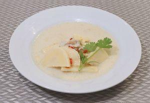 変かもしれないけど美味しい料理 [ ココナッツミルクスープ ]  ココナッツミルクと柚子胡椒を使ったスープを作りました。  ココナッ