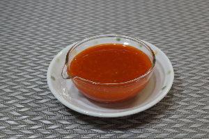 変かもしれないけど美味しい料理 [ チリソース ]  赤ピーマンと赤トウガラシを使ってチリソースを作りました。  主材料のコアと種を