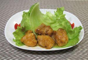 変かもしれないけど美味しい料理 [ 鶏胸肉のオレンジソース煮 ]  一口大にカットした鶏胸肉に塩胡椒し、片栗粉をまぶし、オレンジジュ