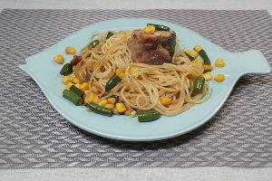 変かもしれないけど美味しい料理 [ 鯖水煮、サヤインゲンとコーンのパスタ ]  水煮缶の鯖は色々と調理するとより😋です。特にサヤイン