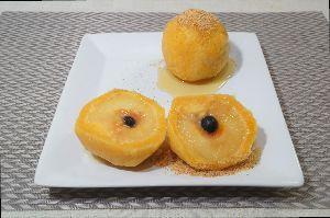 変かもしれないけど美味しい料理 [ スロバキア風スモモのデザート ]  杏(プラム)をカボチャとポテトの生地で包んで茹でたスロバキア