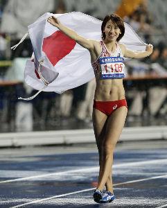 女子短距離走は何故ヘソ出しが主流なのか? それはそうと福島選手の映像を見つけました。 http://www.nikkei.com/articl