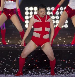 K-POP ビーストってグループは何故日本に来るのでしょう? 国際的スターがインキン見せて朴朴ダンスで嫌がらせ!?  .  「ハイ、パク、パク♪朴、朴♪」