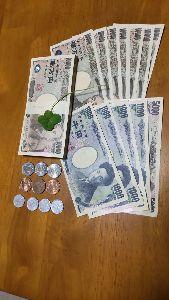 1898 - 世紀東急工業(株) 近くの郵便局へ配当金を受け取りに行ってきたよ こうしてお金として並べてみると感慨ひとしおだな 上に乗