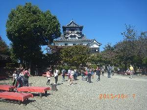 車中泊での旅のノウハウ 犬山城(犬山市)466 平成27年10月7日(水) 木曽川を見下ろす天守閣は国宝で現存4箇所の内、最