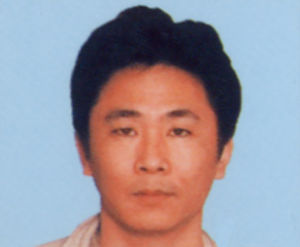 五輪の東京開催決定に この男は、共犯者5名と共に、葛飾区内の住宅に侵入し、就寝中の女性2人に傷害を負わせ、現金・ライフル銃