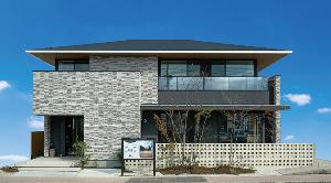 1911 - 住友林業(株) 今はやりの軒レスと違い 住林は、しっかりと軒が出ているイメージ ガラスバルコニーで高級感あるね