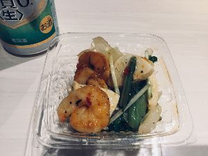 2910 - (株)ロック・フィールド 二子玉川の高島屋のアールエフワンでお惣菜やサラダを買ってきたわ。  海老とタケノコ、小松菜や水菜が入