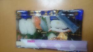 ●・見たい?見せたい? とりあえず  寿司🍣🍣🍣  十貫入りを  買いました  わあ  (-.-)