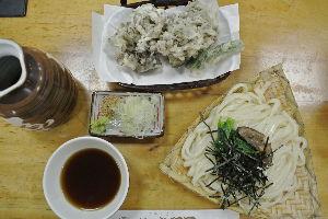 耶馬渓MC倶楽部(やばけいMCくらぶ) 信州・東北ツーリング余談その7 水沢うどんは舞茸の天ぷらと食べるのが定番のようです。 舞茸は何もつけ