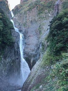 耶馬渓MC倶楽部(やばけいMCくらぶ) 携帯でも少し撮っていたので・・ 左が称名滝350m、右がハンノキ滝500m!