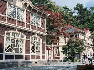 耶馬渓MC倶楽部(やばけいMCくらぶ) 旧三笠ホテル 軽井沢の高級ホテルで昭和46年くらいまで営業していたようです。 でも中に入ると、昭和4