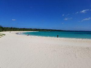 映画についてのひとりごと 今日の渡口の浜は天気も良くとても綺麗でした。