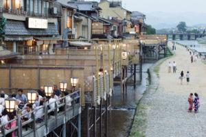 映画についてのひとりごと ショーシャンクさん、ダリアさん こんにちは(^^)/ 桂川が濁流になって嵐山の渡月橋が危機でした。