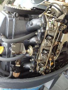 プロが答えるボートに関する疑問 よろしくお願いします。 エンジンはヤマハ4ストの50馬力キャブタイプです。 アイドリングが安定せず最