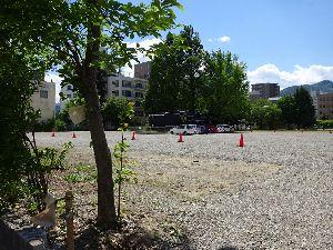 後町小を忘れない 先月に続く2度目の御開帳は、同じ埼玉在住の西部中の同級生と行って来た。 御開帳の駐車場となている後町
