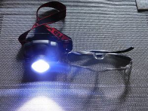 FX夜总会 usdjpy ーとりあえずー 先日、この拡大鏡を買った。 このヘッドライトとの組み合わせは最強だ。 二つ合わせて600円なのである