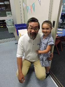 還暦まえですが・・・・ 今日から孫娘が新入学です。 日本で言う所の、幼稚園の年長組ですが、 小学校の付属で義務教育です。 来