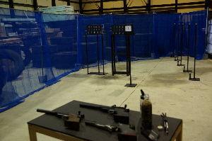 APS競技(エアーガン) ネットを支える支柱立て。。的 銃を置く台。。これら全部手作り・・  APSー1の威力の弱さを痛感w