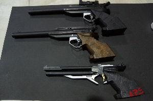 APS競技(エアーガン) 1号機 APS-1 サイト装着 2号機。。 3号機はAPS-3。。最新の銃の威力を試すため購入・・9