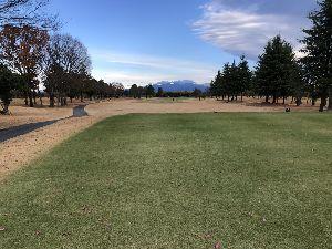 関東地方・・・お誘いの掲示板 12月5日 上里ゴルフ場に行ってきました。  画像は1番です<クリックすると拡大します。><http