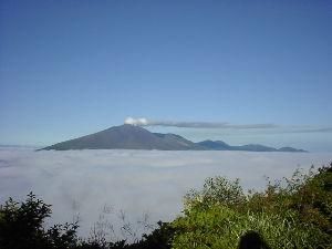埼玉発!初心者トレッキング おはよーございます! 自分で貼り付けた画像見ていて、この時(2016年4月)は雲海が凄く綺麗だったこ