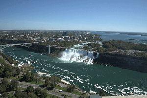 愛しいお方は どこに・・・ tylon tower よりナイアガラの滝、アメリカ側を遠望