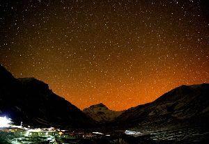 愛しいお方は どこに・・・ > さらにきらめく満天の星を見れたらもっといいのですが都会では無理ですね。  藤さん、こん(^