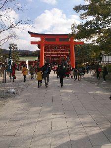 That's 談 こんにちはでござる。  4日、伏見稲荷に初詣に行ったでござるよ。 節分の後とあって、会社関係の人、旅